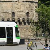 Tram près du château Nantes