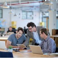 Les outils numériques et le goût du travail collaboratif imprègnent la manière dont on crée son entreprise_©Istock