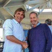 Le vainqueur, Didier Toqué, fondateur de Bathô, avec le navigateur Michel Desjoyeaux, président du jury.© Windreport'